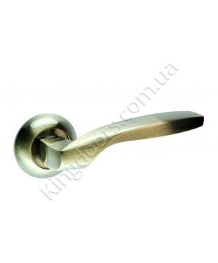 Дверная ручка на круглой розетке Модель Гранд. Цвет бронза